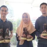 Sneaker, Wedjes, Boot, dan Sandal dalam 1 Sepatu Berdesain Pesona Batik Nusantara