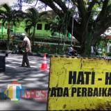 Ilustrasi perbaikan jalan rusak di Kota Malang. (Dok. MalangTIMES)