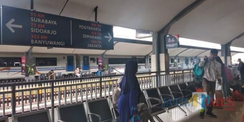 Suasana di Stasiun Kotabaru Malang masih terpantau normal H-7 lebaran. (Foto: Nurlayla Ratri/MalangTIMES)