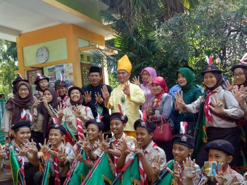 Mendikbud RI Muhadjir Effendy saat mengunjungi SMPN 1 Malang. (Foto: Imarotul Izzah/MalangTIMES)