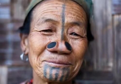 Penutup hidung Suku Apatani, India (istimewa)