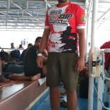 Agung Bachrony Yuliatim (24) berada di Kapal Kirana 3 dalam perjalanan ke Lumajang (Foto : Moch. R. Abdul Fatah / Jatim TIMES)