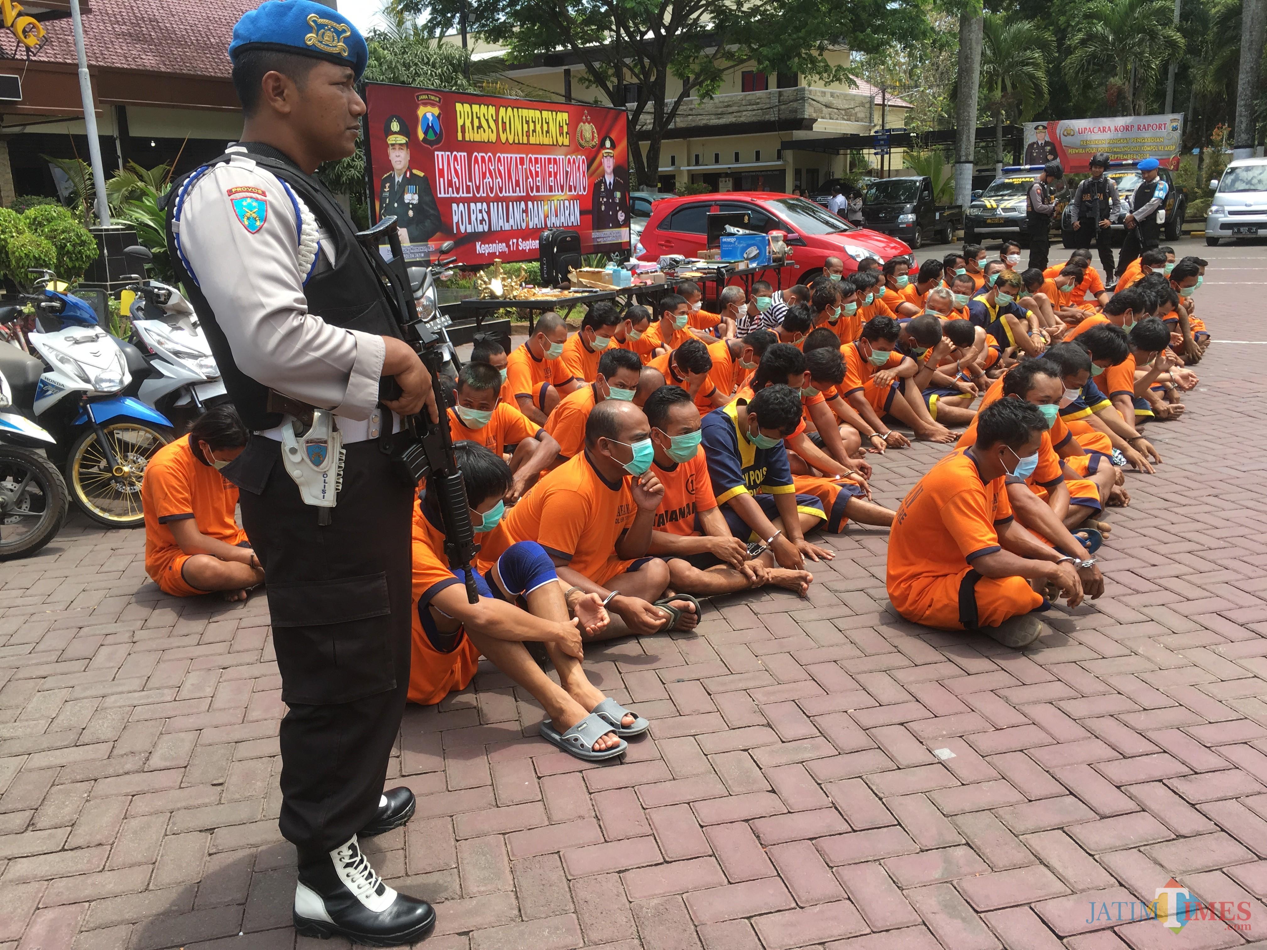Ilustrasi tersangka kasus pencurian saat diamankan jajaran kepolisian, Kabupaten Malang (Foto : Ashaq Lupito / MalangTIMES)