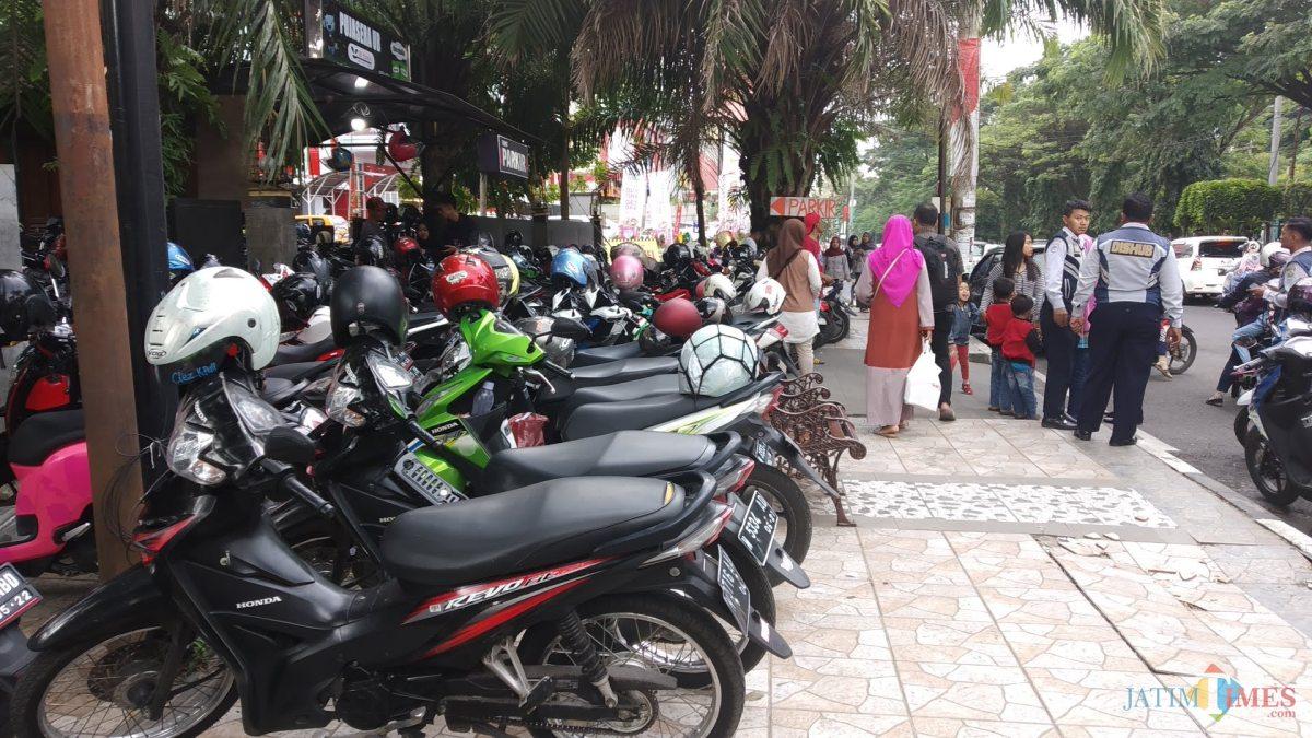 Parkir liar di Kota Malang. (Doc. MalangTIMES)