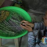 Limbah Plastik Jadi Untaian Tasbih Pengantar Zikir di Malang