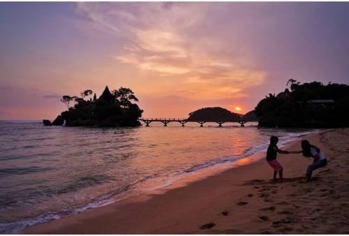 Sunset pantai Balekambang (ilovemalang.net)