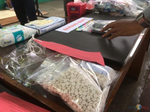 Barang bukti pil koplo saat disita petugas Satreskoba Polres Malang (Foto: Ashaq Lupito / MalangTIMES)