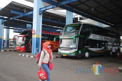 Suasana H-5 lebaran di Terminal Arjosari Malang. (Foto: Nurlayla Ratri/MalangTIMES)