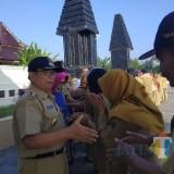 Bupati Blitar Rijanto memimpin apel pertama dan halal bihalal