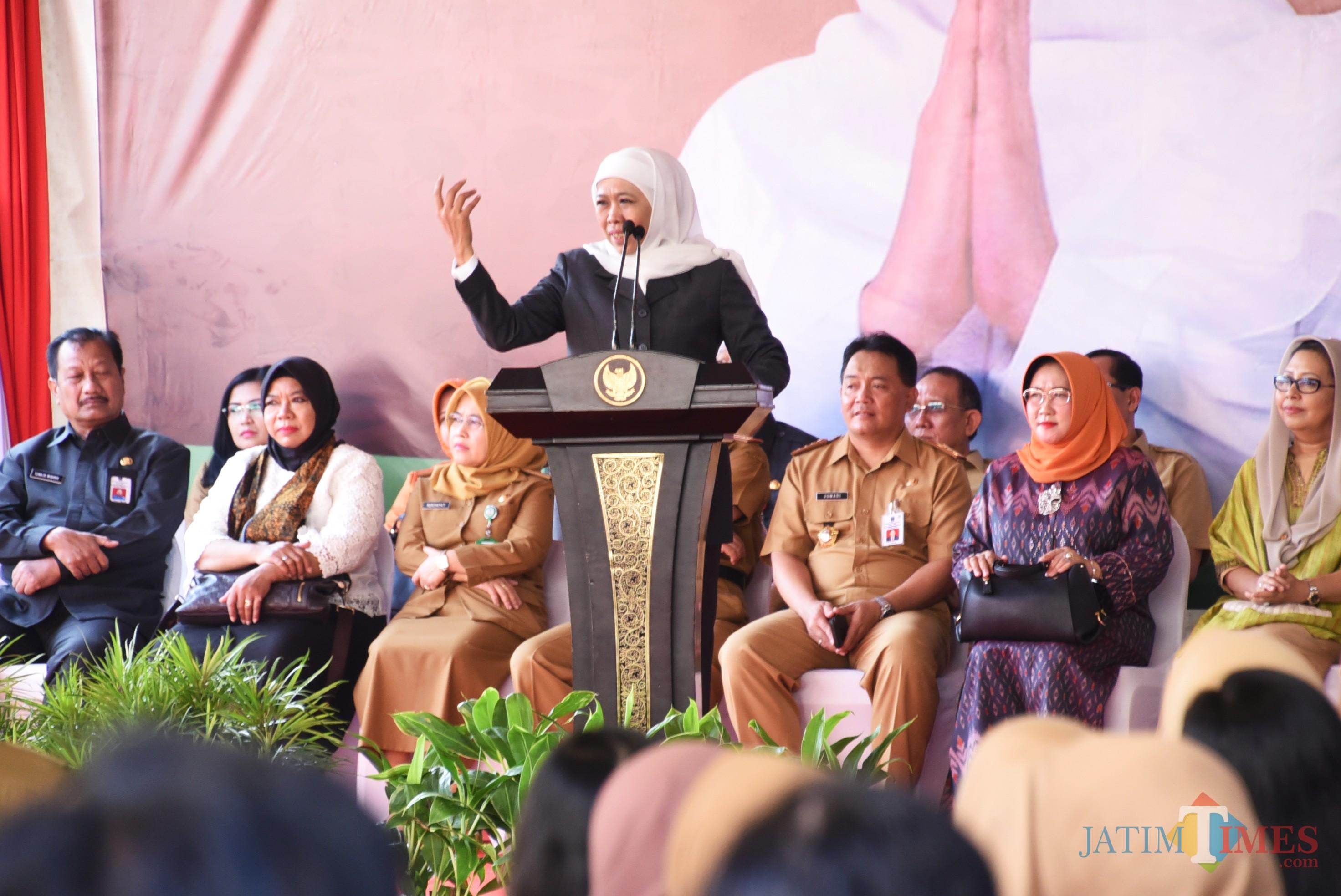 Gubernur Jatim Khofifah ketika memberikan sambutan