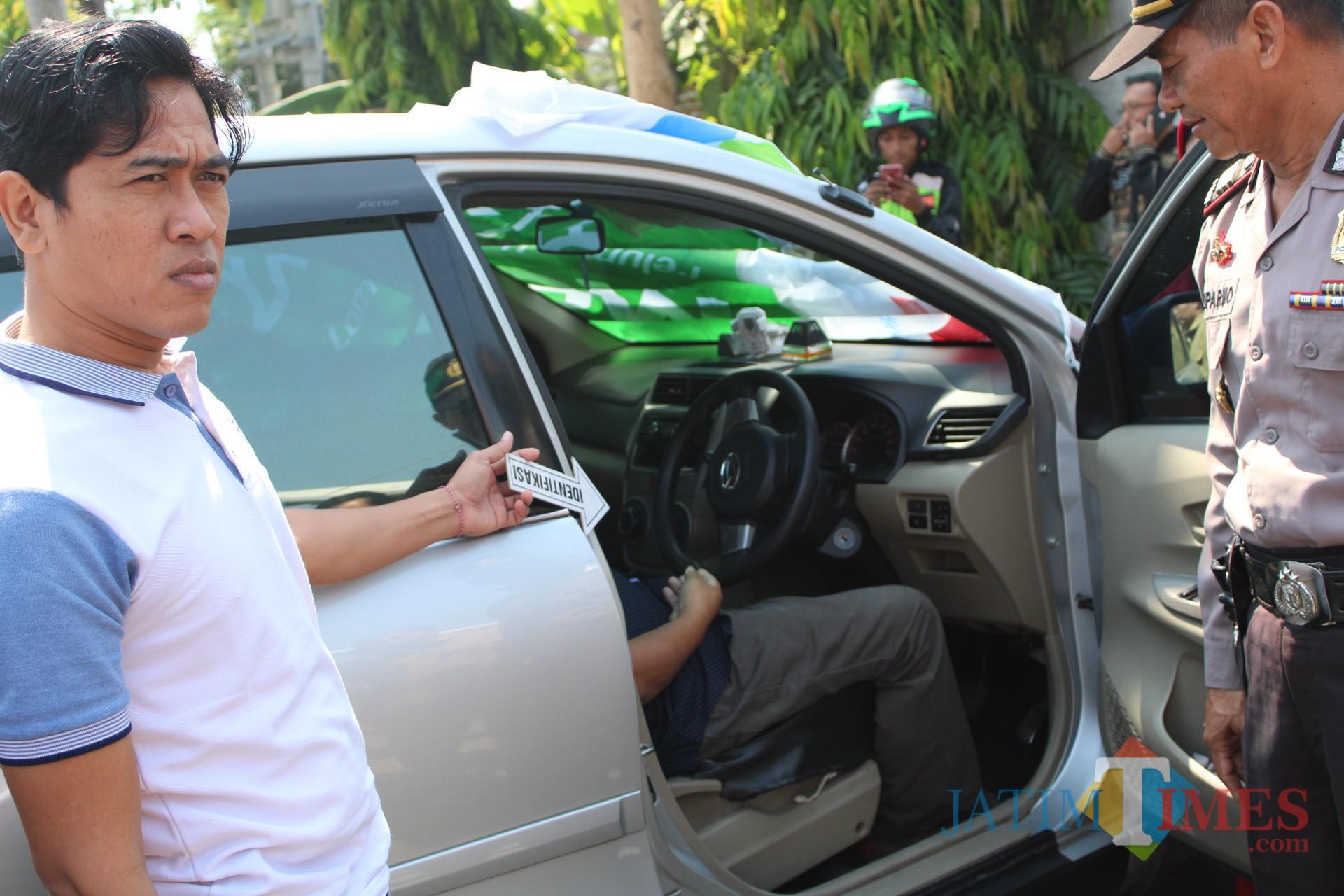 Proses olah TKP penemuan orang meninggal dunia mendadak di SPBU Sambong Dukuh. (Foto : Adi Rosul/ JombangTIMES)