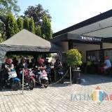 Suasana antrean di Kantor Samsat Kota Blitar.(Foto : Team BlitarTIMES)