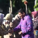 Wali Kota Kediri Abdullah Abu Bakar halalbihalal bersama bersama seluruh pegawai Pemkot Kediri. (eko Arif s /JatimTimes)