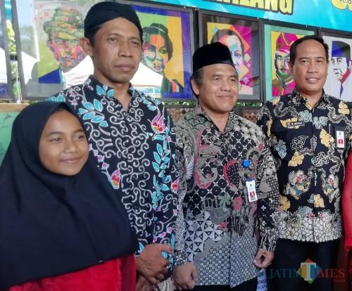 Dua dari kanan : Abdurachman atau Gus Dur yang kini disoal terkait jabatan barunya sebagai Direktur RSUD Kanjuruhan (Nana)