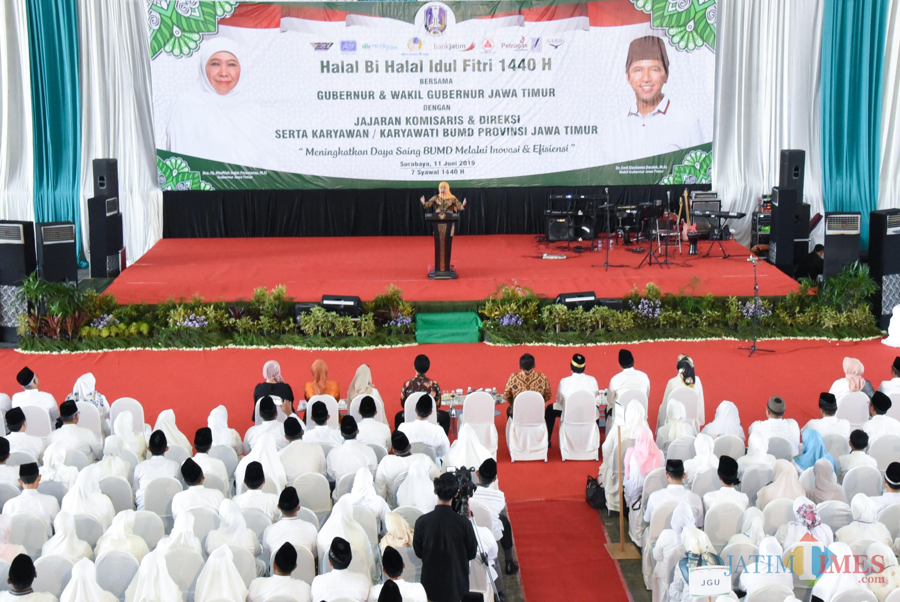 Gubernur Jatim Khofifah ketika silaturahmi bareng karyawan BUMD Jatim.