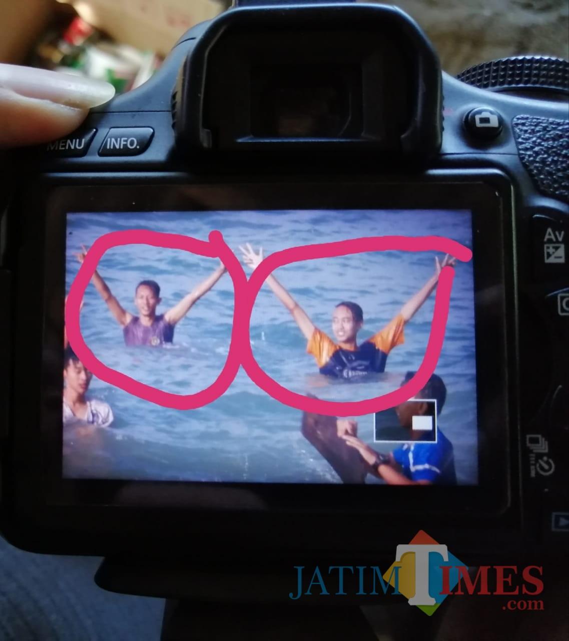 Kedua korban (dilingkari) asal Jombang dilaporkan hilang di Pantai Pangi.