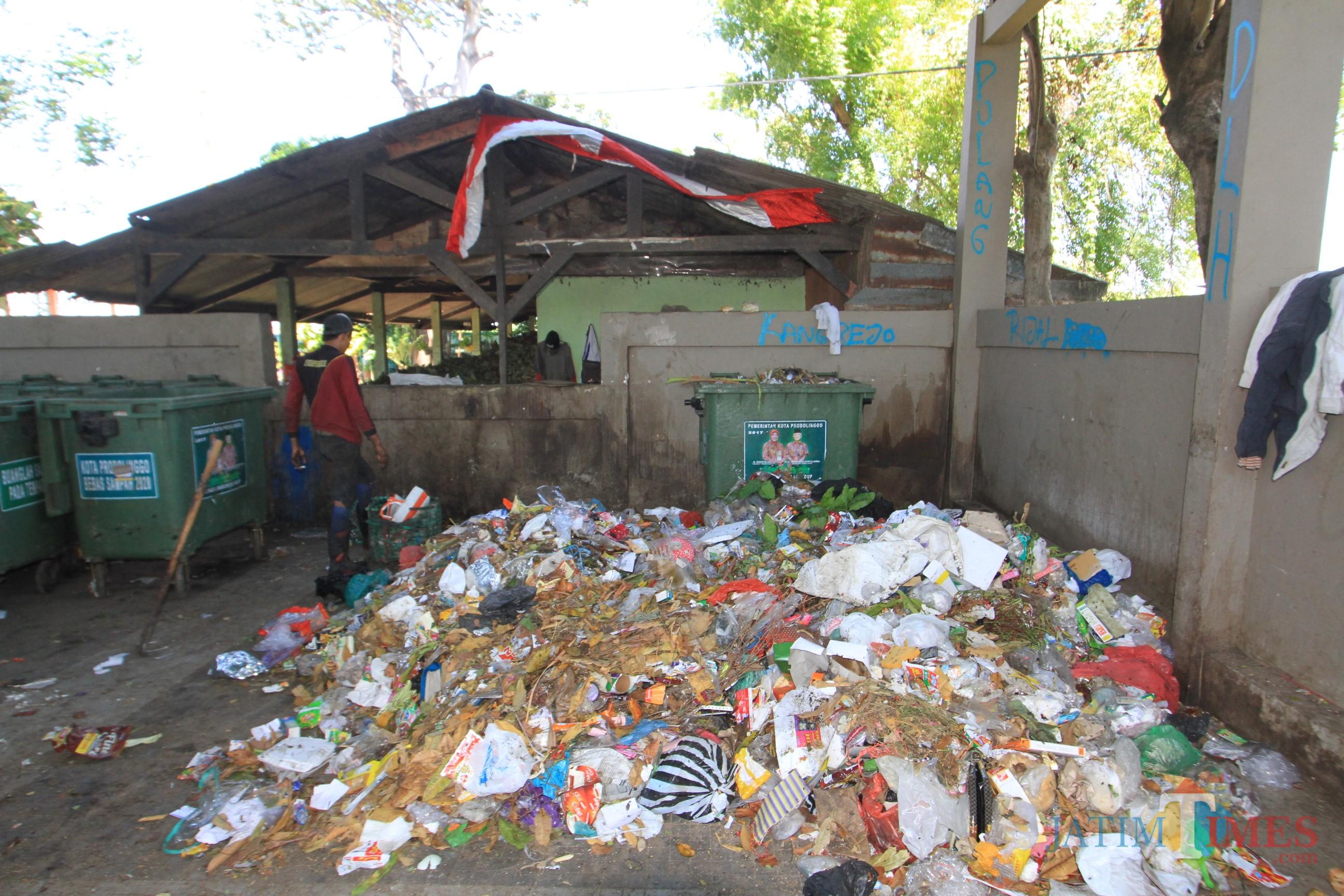 Sampah di Tempat Penampungan Sementara (TPS) Jalan Gubernur Suryo, tinggal sedikit  (Agus Salam.Jatim TIMES)