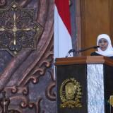 Gubernur Jatim Khofifah saat rapat paripurna