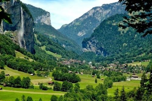 Ilustrasi lokasi Lauterbrunnen di Switzerland yang mirip dengan lokasi syuting The Lord of The Rings, Rivendell (Foto: Istimewa)
