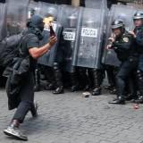 Ilustrasi pendemo yang membawa bom molotov (Ist)