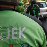 Para driver ojek online saat mengantarkan pelanggan di Jalan Majapahit, Kota Malang. (Foto: Nurlayla Ratri/MalangTIMES)