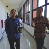 Prof Dr Djanggan Sargowo dari Dewas RS (kiri) saat selesai acara persiapan RSUD Kanjuruhan menjadi RS Pendidikan, Rabu (12/06/2019) (Nana)