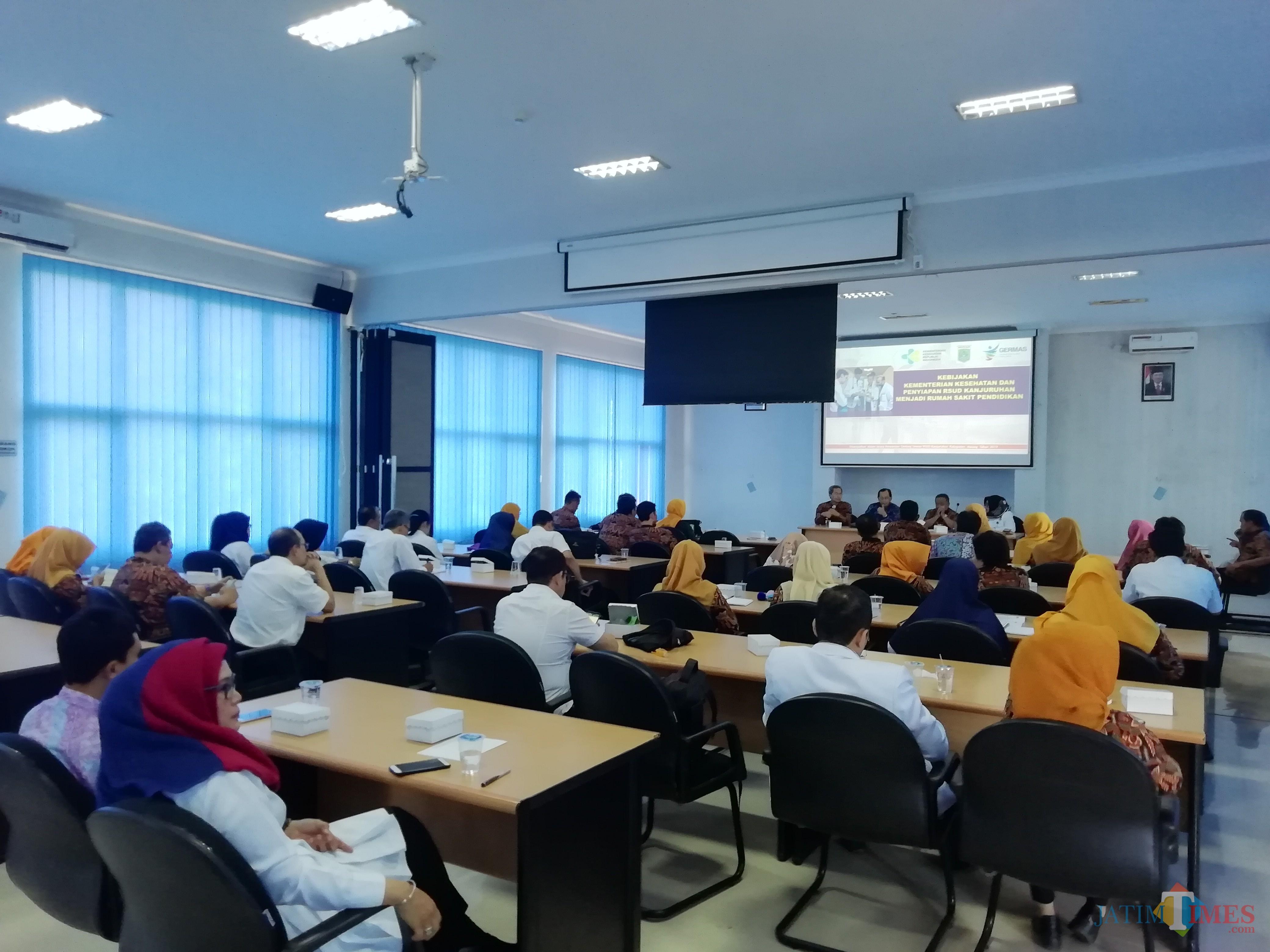 Proses persiapan RSUD Kanjuruhan mendirikan RS Pendidikan. Dewan Pengawas RS hadir memberikan sosialisasi terkait hal itu. (Nana)