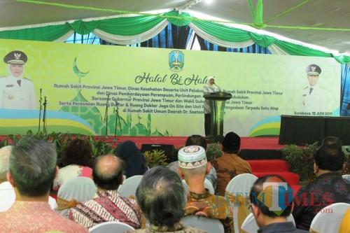 Gubernur Khofifah saat acara halal bi halal di RSUD dr Soetomo