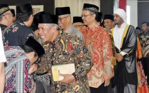 Halal bihalal UIN Malang, Rektor UIN Malang Prof Haris (batik jingga). (Foto: Humas)