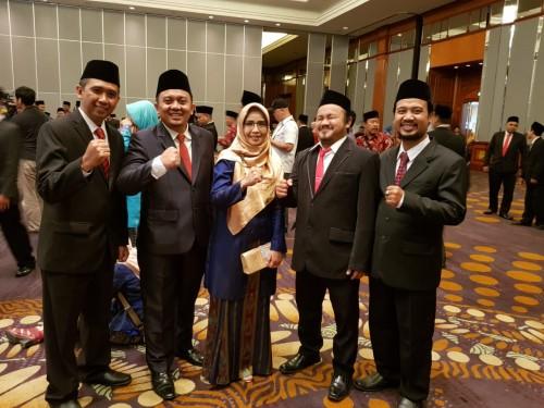 Lima anggota komisioner KPU Kota Malang yang baru dilantik di Surabaya. (Foto: Istimewa)