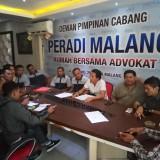 Paguyuban Jeep saat mendatangi kantor Peradi Malang (Anggara Sudiongko/MalangTIMES)
