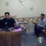 Tersangka Zaenuri saat di-BAP di Mapolsek Rejotangan./ Foto : Dokpol / Tulungagung TIMES