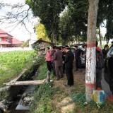 Anggota DPRD Kota Blitar bersama eksekutif saat sidak lahan untuk kantor baru DPRD.(Foto : Team BlitarTIMES)