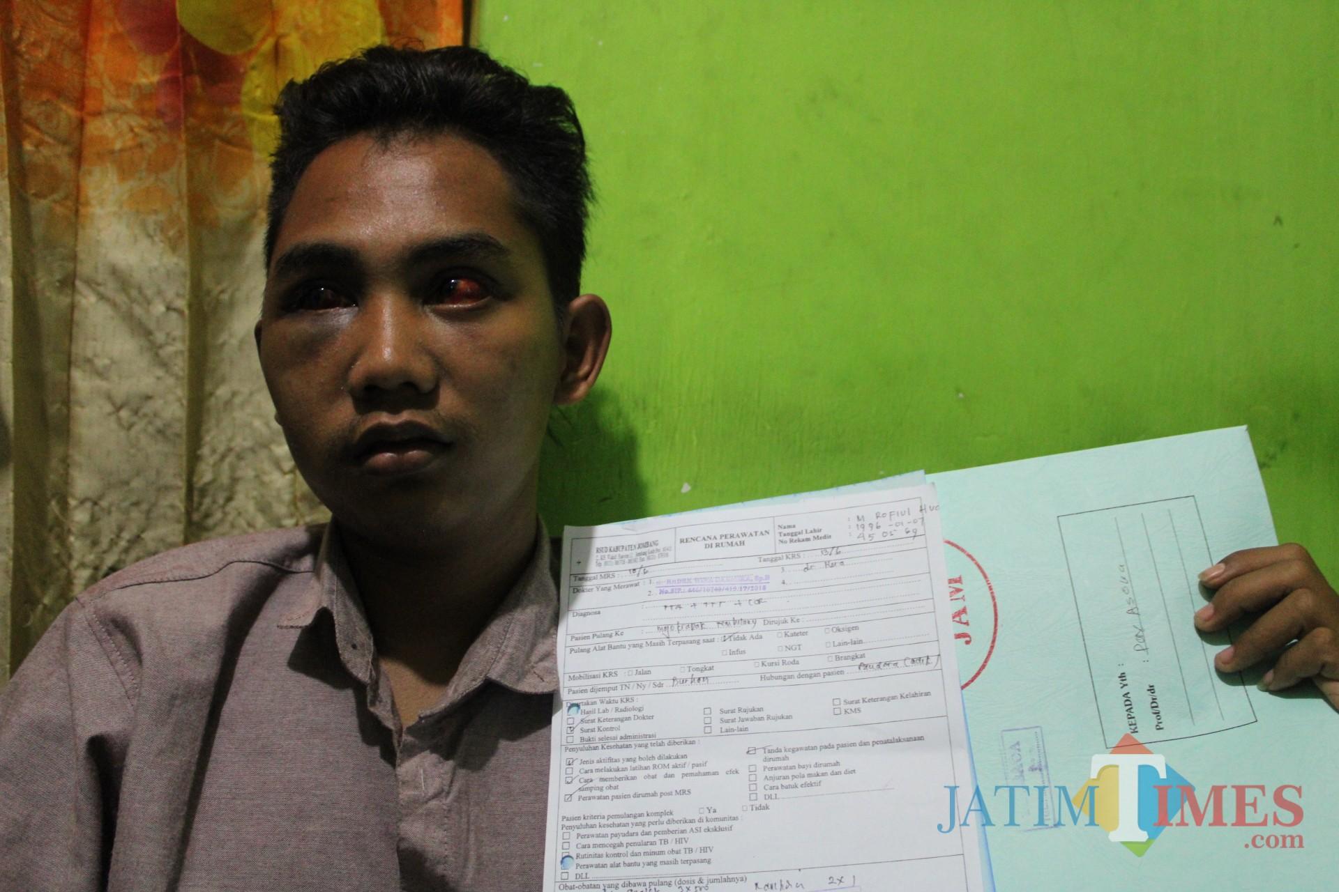 Huda, salah satu korban penganiayaan yang diduga dilakukan oleh oknum polisi di Jombang. (Foto : Adi Rosul/ JombangTIMES)