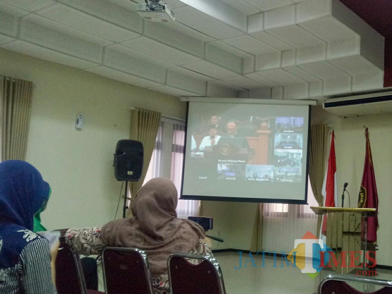 Ketua tim hukum Prabowo-Sandi, Bambang Widjojanto saat membacakan permohonan di sidang PHPU. (Foto: Imarotul Izzah/MalangTIMES)