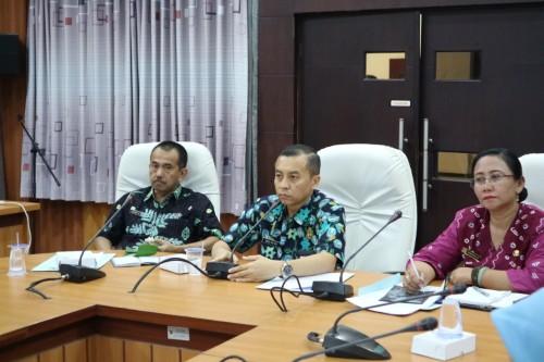 Kadis Pariwisata Pemkab Jember M. Anas Maruf (tengah) saat memimpin rapat persiapan Festival Waton Parade 2019 (foto : istimewa / JatimTIMES)