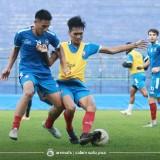 Pemain Arema FC ketika melakukan latihan. (Official Arema FC)