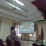 Pembacaan tuntutan paslon 02 melalui video conference di Fakultas Hukum UB. (Foto: Imarotul Izzah/MalangTIMES)