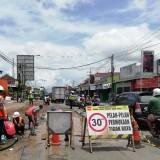 Pembangunan jalan di wilayah Kabupaten Malang yang terus mengalami perubahan fungsi karena proyek jalan nasional dan lainnya. (Nana)