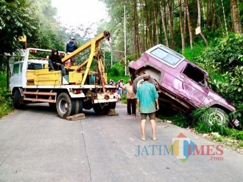 Salah satu kecelakaan di Jalan Rajekwesi Dusun Songgoriti, Kelurahan Songgokerto, Kecamatan Batu.