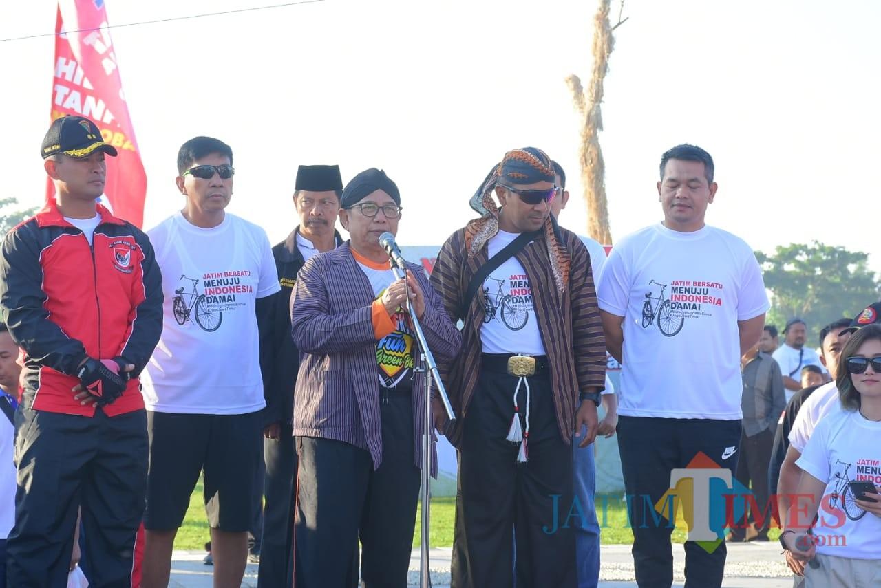 Bupati dan Forkopimda deklarasi Indonesia Damai bersama ribuan onthelis (Foto: Team BlitarTIMES)