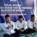 Ketua DPC Demokrat Kabupaten Malang Ir H Ghufron Marzuki (kiri) mengajak seluruh kader meng-kiblat-kan kebaikan kepada Allah (Nana)