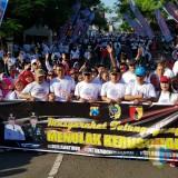 Para peserta olah raga padati jalan Alun-Alun Tulungagung (Foto : Anang Basso / TulungagungTIMES)