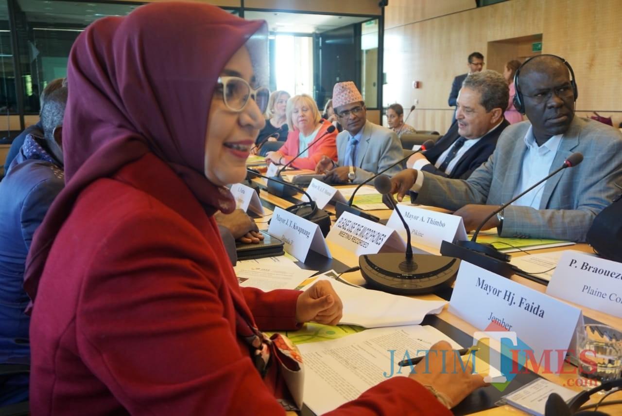 Bupati Jember dr. Hj. Faida MMR saat memberikan materi di forum pertemuan PBB bersama delegasi berbagai negara di dunia (foto : istimewa / Jatim TIMES)