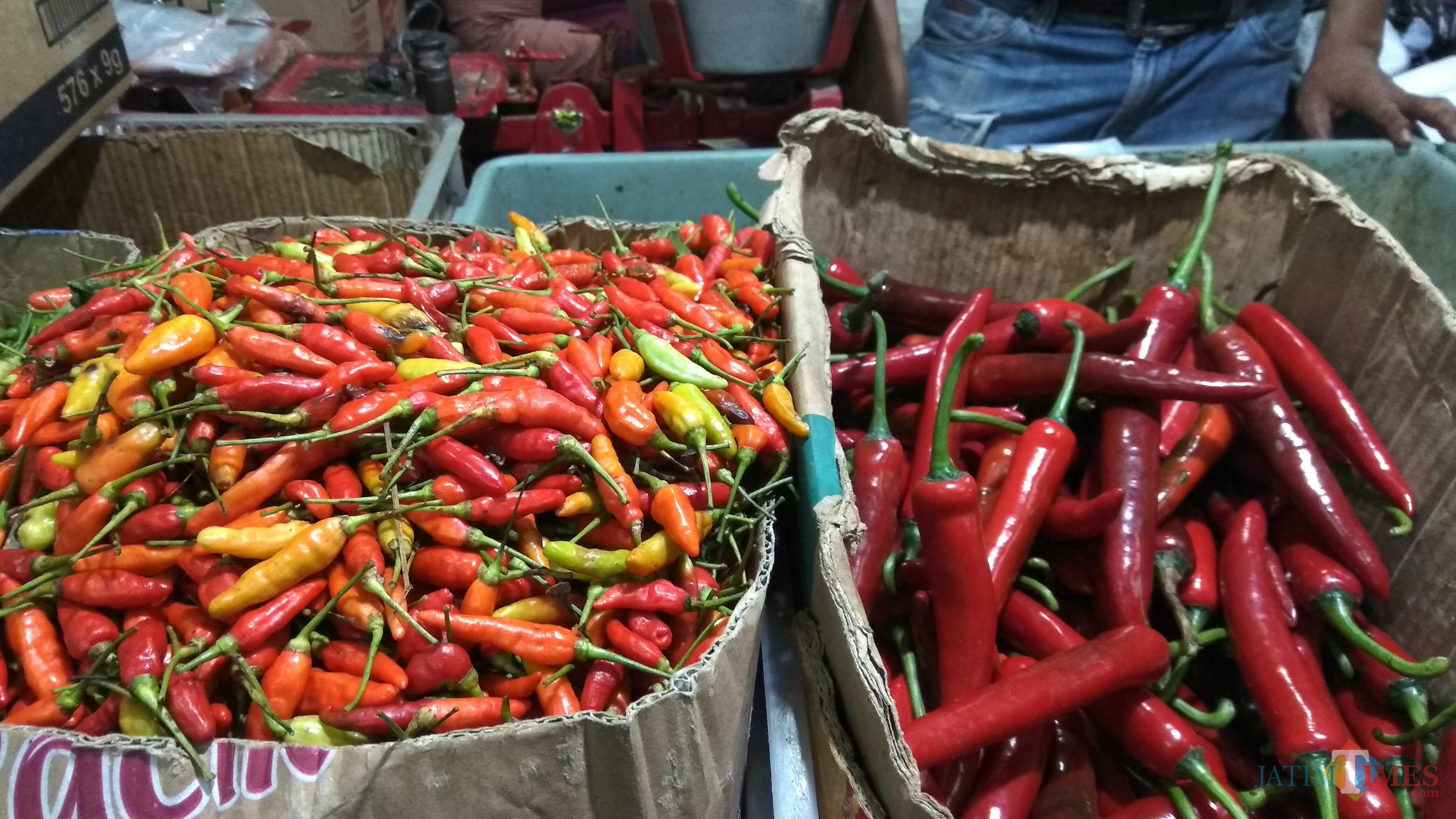 Komoditas cabai mengalami penurunan harga di pasar-pasar tradisional Kota Malang. (Foto: Nurlayla Ratri/MalangTIMES)