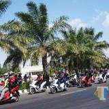 Komunitas Honda PCX Ketika melintas di SLG Kabupaten Kediri. Foto: (Bambang Setioko/JatimTIMES)