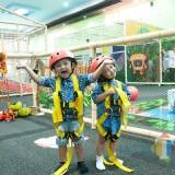 Pengunjung MSA yang sangat riang tanpa takut akan kebersihan area bermain (Igoy)