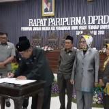 Penandatanganan perubahan Perda PBB Perkotaan di Kota Malang (Pipit Anggraeni/MalangTIMES).