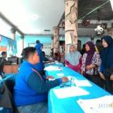 Pelayanan pendukcapil di Kabupaten Malang, dimana Dispendukcapil mengimbau warga sabar mendapatkan KTP-el (Nana)