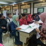 Pendaftaran PPDB di SMKN 3 Malang. (Foto: Imarotul Izzah/MalangTIMES)
